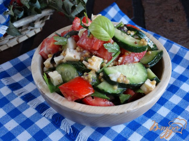 фото рецепта: Овощной салат с сыром и яйцами