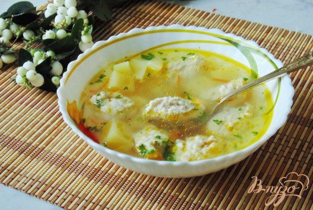 фото рецепта: Диетический суп с куриными кнелями и рисом