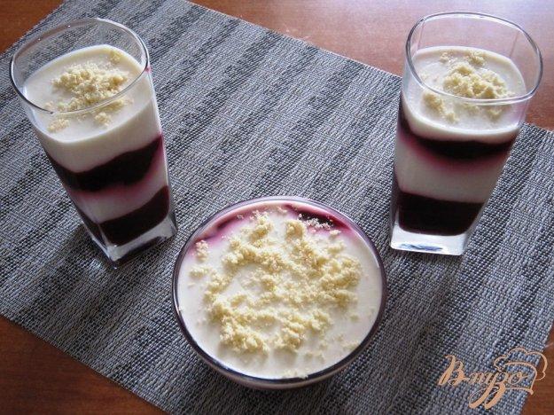 фото рецепта: Десерт из ежевики и слив с йогуртом