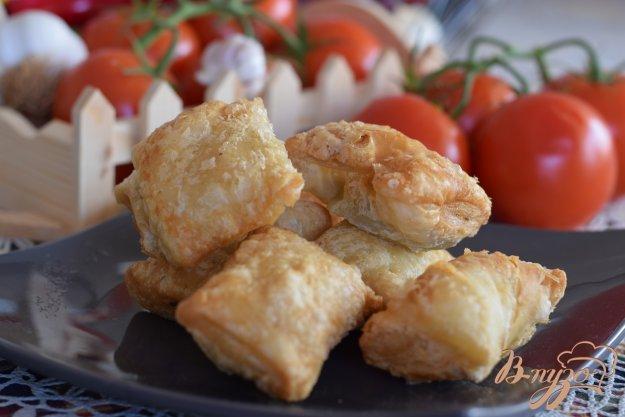 фото рецепта: Слоеные пирожки со шпинатом и фетой