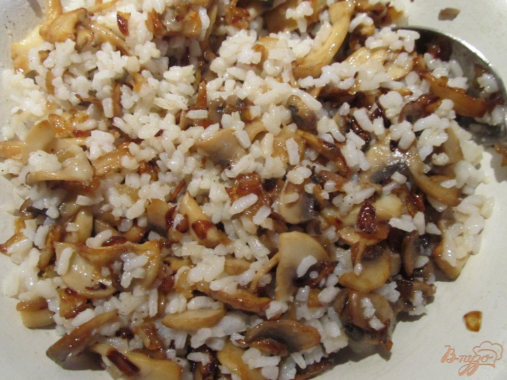 Мясные рулетики с грибами и рисом