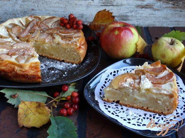 фото рецепта: Сочный яблочный пирог со сметанной заливкой