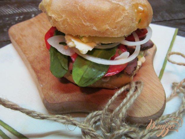 фото рецепта: Сэндвич с варенной телятиной и сыром фета