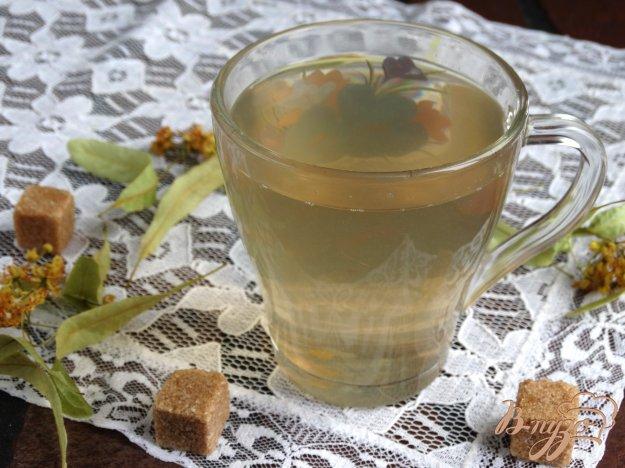 фото рецепта: Персиково-грушевый компот с липой