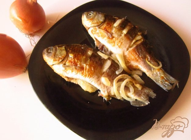 фото рецепта: Карась запеченный со сметаной