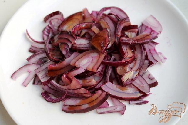 Рецепт Красный салат из помидор и маринованного лука
