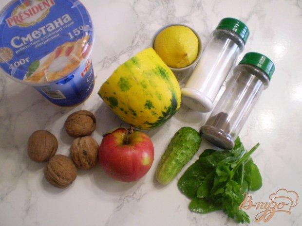 Рецепт Салат из кабачка, огурца, яблока и орехов