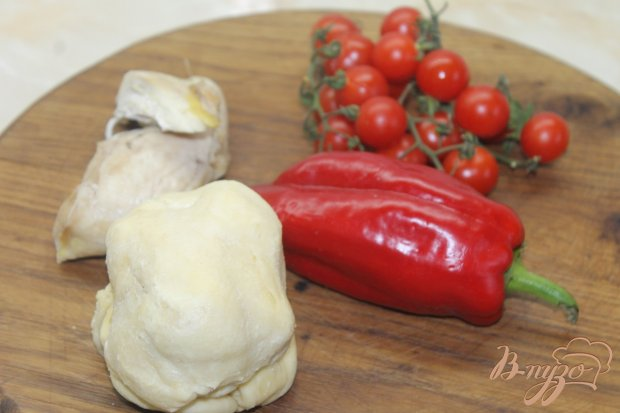 Рецепт Мини пицца с курицей и помидорами черри