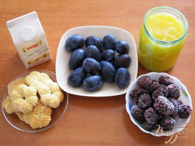 Рецепт Десерт из ежевики и слив с йогуртом