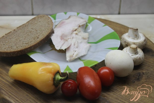 Рецепт Салат с копченым куриным филе и жаренными шампиньонами