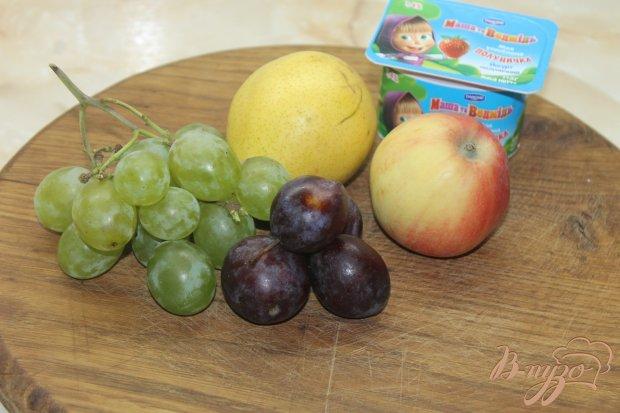Рецепт Фруктовый салат с грушей сливами и виноградом