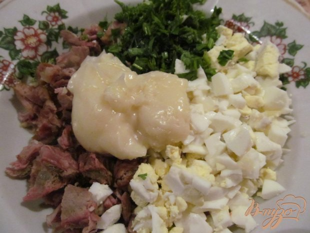 Рецепт Салат из вареной свинины помидора и яйца