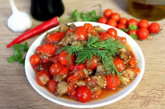 фото рецепта: Острый салат из печеных овощей и помидоров черри