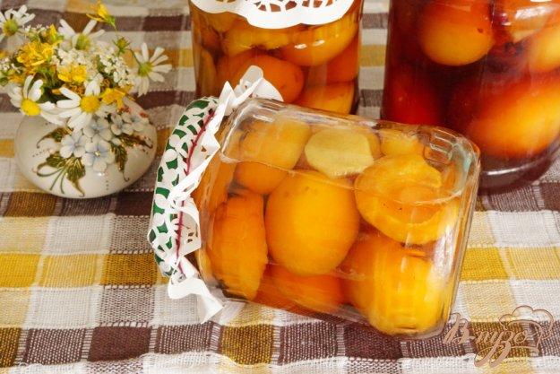 фото рецепта: Абрикосы в карамельно-имбирном сиропе