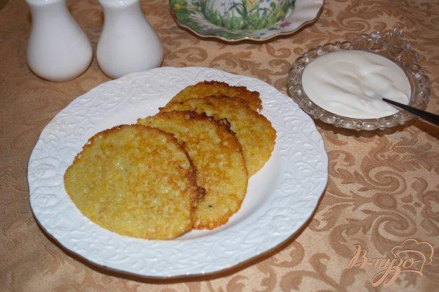 фото рецепта: Драники из теста со сметаной и луком