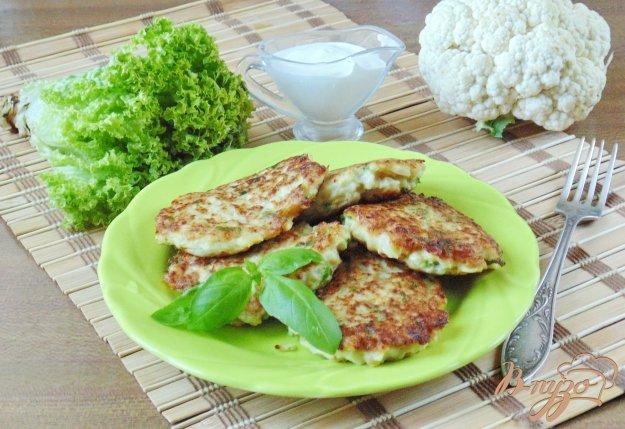фото рецепта: Оладьи из цветной капусты с зеленью