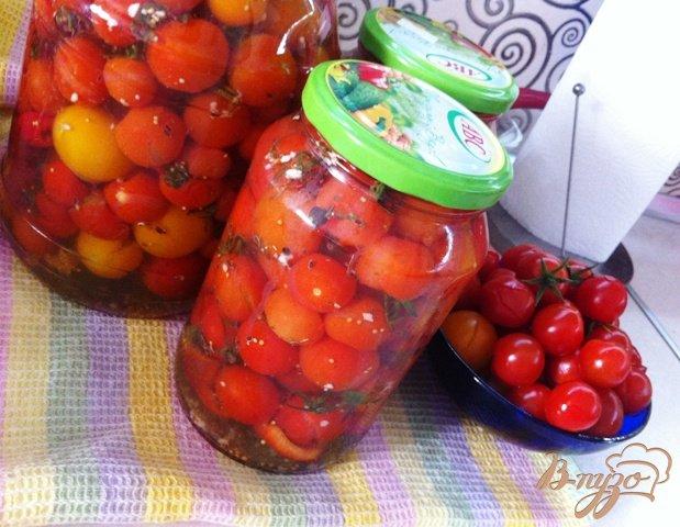 фото рецепта: Маринованные помидоры черри с перцем