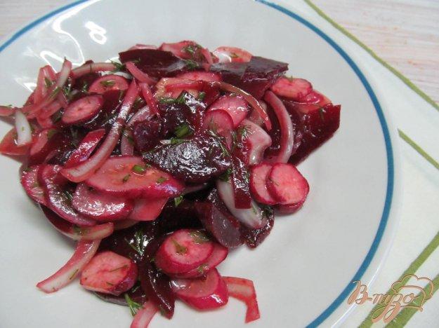 фото рецепта: Салат из свеклы с редисом