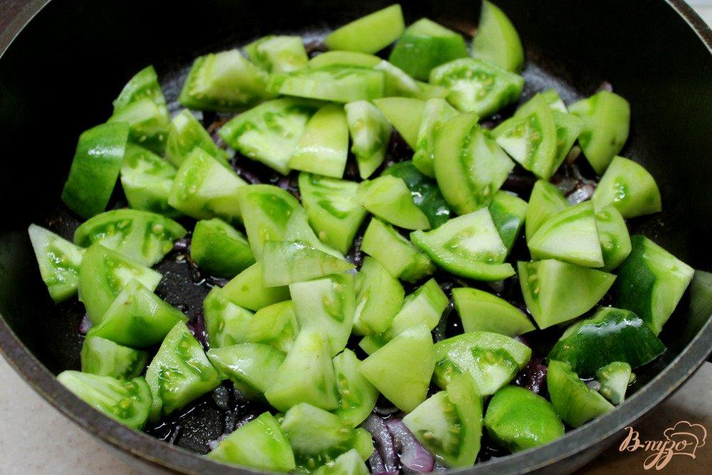 Фото приготовление рецепта: Овощное рагу из зеленых помидор и болгарского перца шаг №2