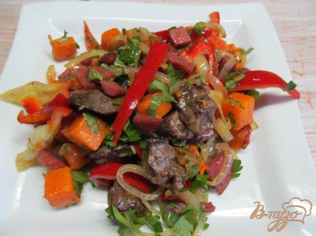 фото рецепта: Теплый салат с тыквой и куриной печенью