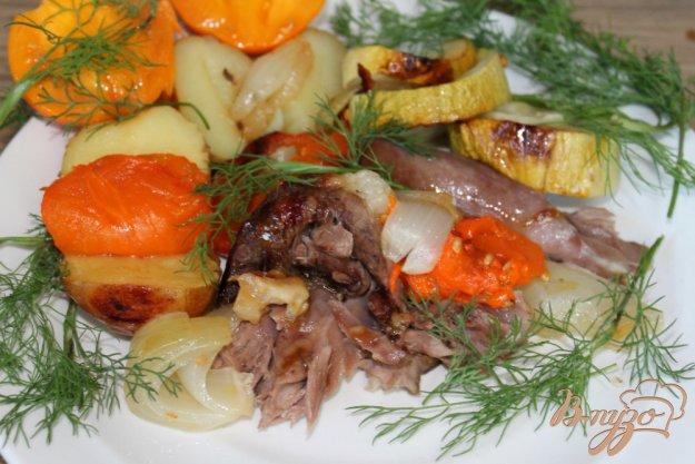 фото рецепта: Мясо ягненка запеченое с желтыми помидорами, кабачком и картофелем