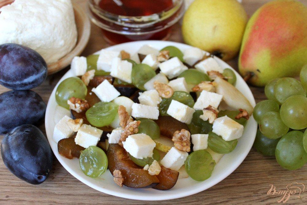 Фруктовый салат с сыром