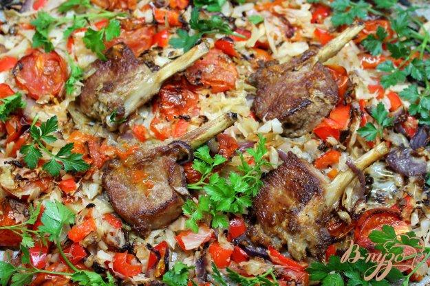 фото рецепта: Каре ягненка запеченое с капустой, помидорами и перцем