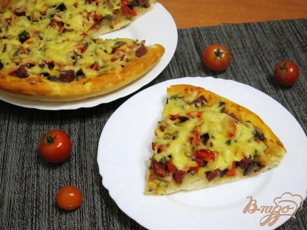 фото рецепта: Пицца с грибами и сервелатом