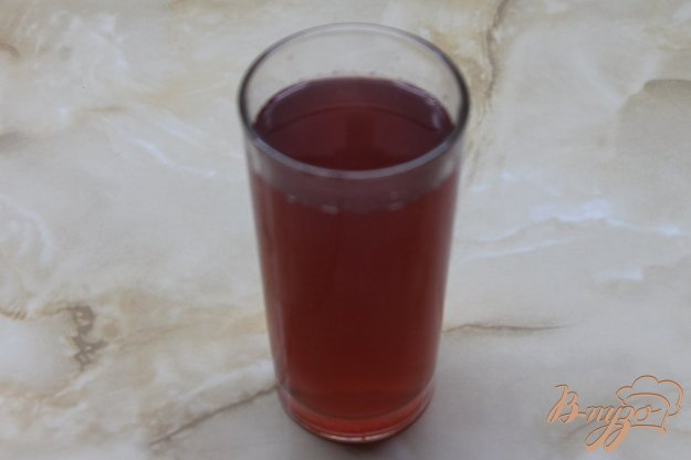 фото рецепта: Яблочный компот с вишнями и медом