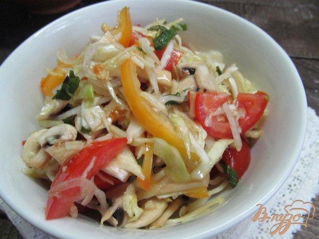 фото рецепта: Салат из капусты с шампиньонами