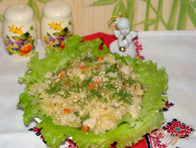фото рецепта: Салат с булгуром и маринованными овощами