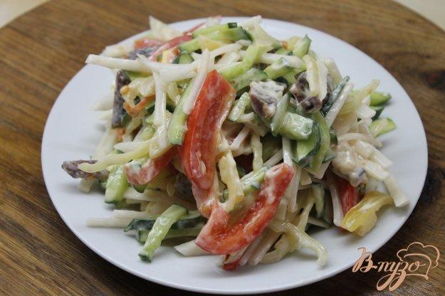 фото рецепта: Салат с редькой и свежими овощами