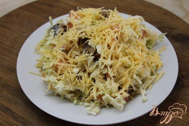 фото рецепта: Салат с савойской капустой и слабо соленым лососем