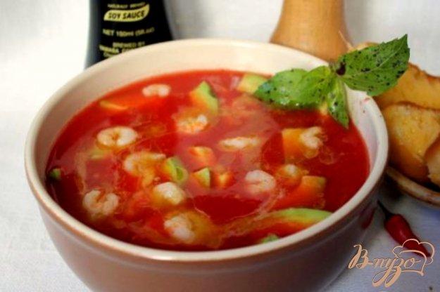 фото рецепта: Острый томатный суп с  креветками и авокадо