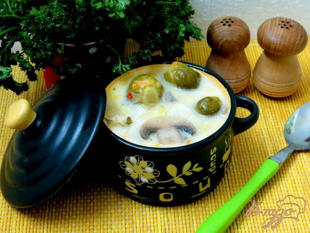 фото рецепта: Суп с брюссельской капустой, шампиньонами и сырочком