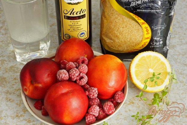 Рецепт Тартар из нектарина с ягодно-бальзамической карамелью