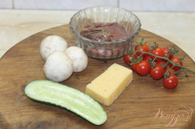 Рецепт Салат с печенью и грибами с твердым сыром