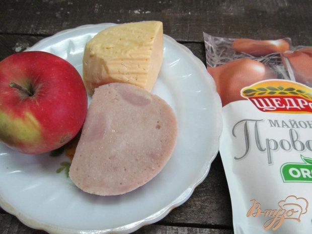 Рецепт Салат с ветчиной сыром и яблоком