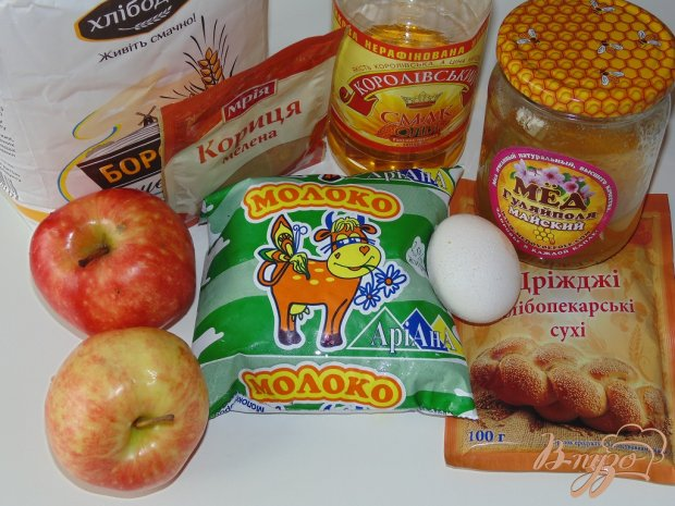 Рецепт Дрожжевые яблочные оладьи с корицей и медом