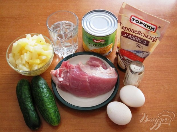 Рецепт Салат с мясом и ананасами