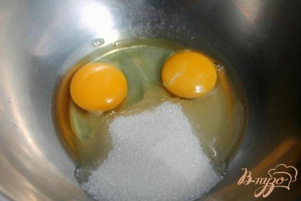 Рецепт Творожные кексы с изюмом, политые клубничным смузи