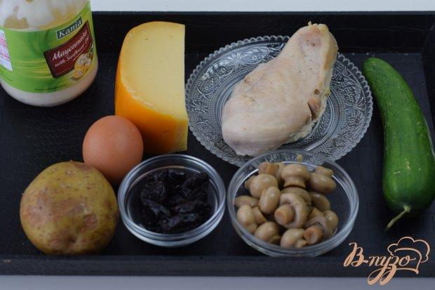 Рецепт Салат с куриной грудкой и черносливом.