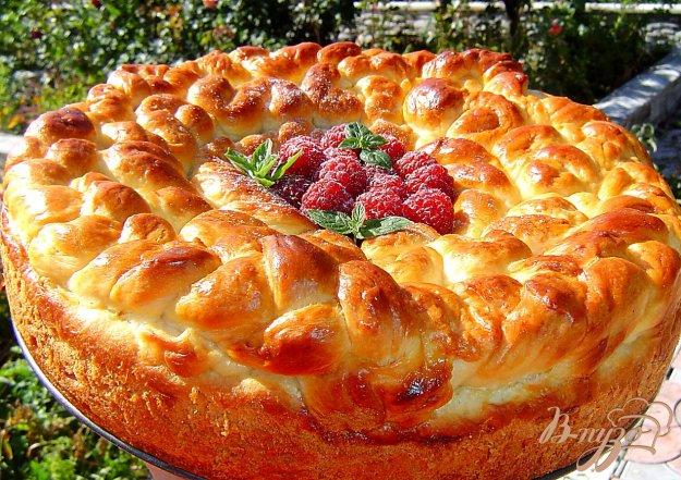 фото рецепта: Пирог с клубникой и сливами