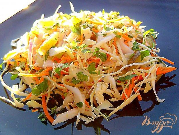 фото рецепта: Капустный салат с солеными огурцами