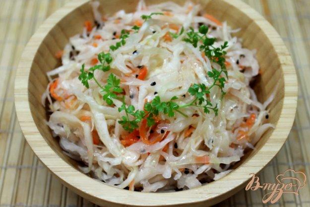фото рецепта: Капуста квашенная с морковкой и черным тмином