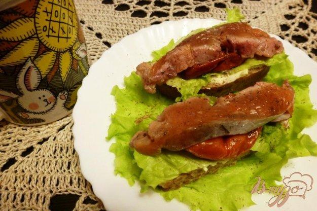 фото рецепта: Бутерброды с соленой кетой и вялеными томатами