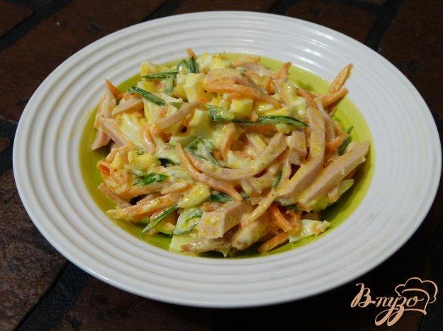 фото рецепта: Салат с корейской морковкой и колбасой