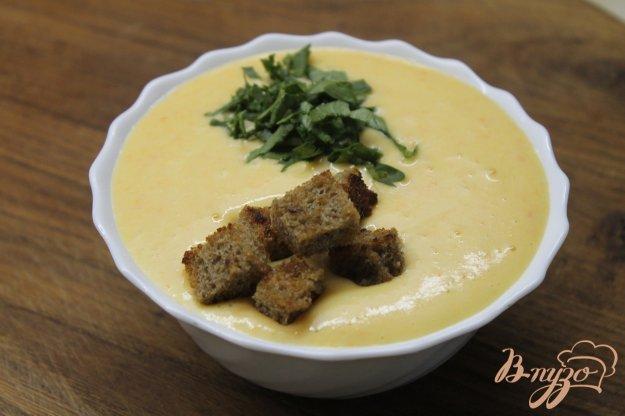 фото рецепта: Сливочный суп - пюре с картофеля с гренками