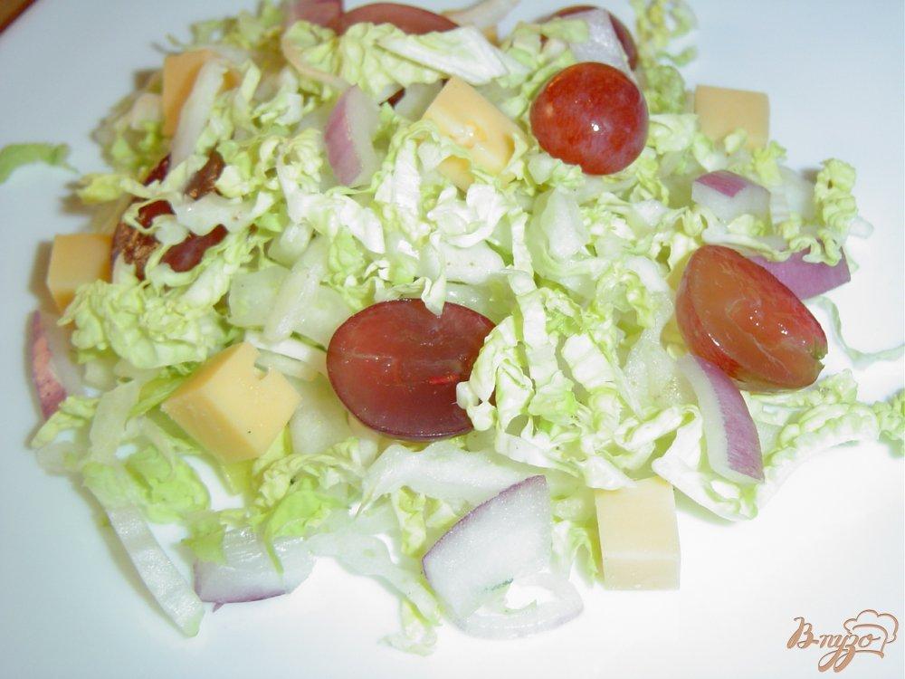 Салат с пекинской капустой виноградом и сыром