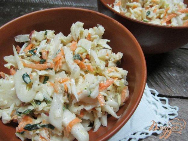 фото рецепта: Салат с капустой яблоком и дайконом